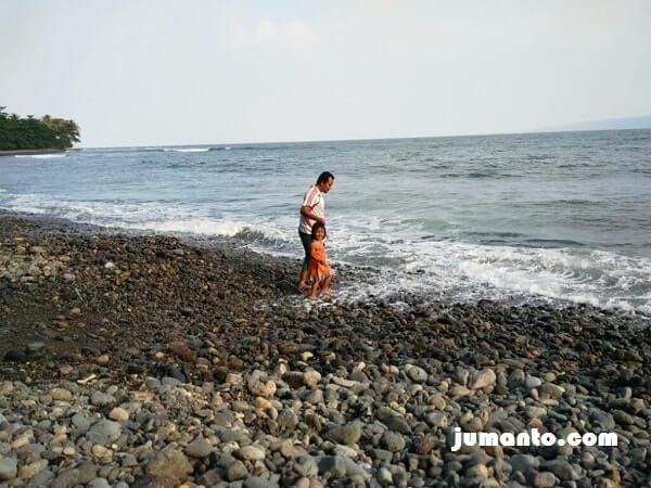 mandi di pantai terbaya tanggamus