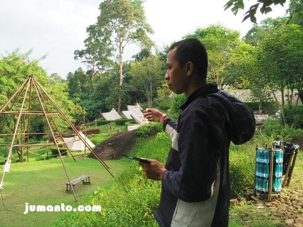 menikmati area camping ground