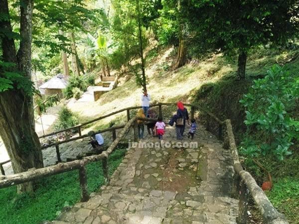 tangga air terjun way lalaan