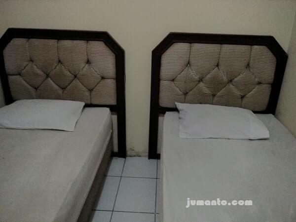 tempat tidur hotel kalianda