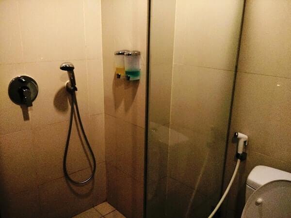 kamar mandi p hotel jakarta