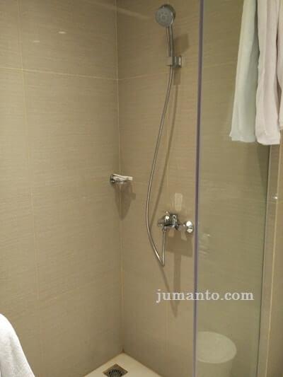 kamar mandi west point hotel