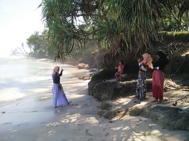 foto wisata pantai melasti krui pesisir barat lampung