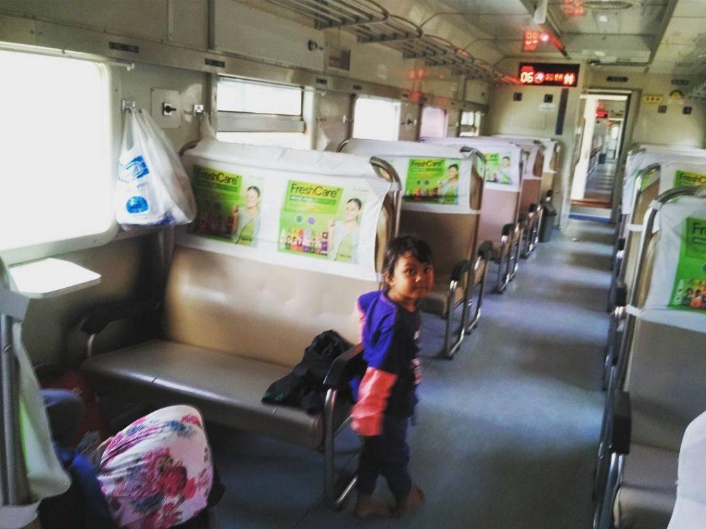 foto kereta api merak purwokerto krakatau (dulu)