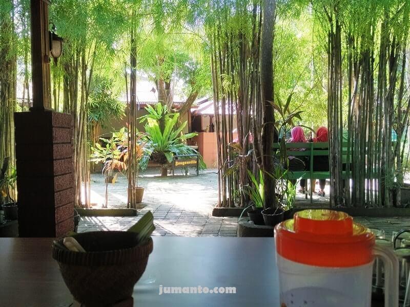 tempat makan enak di kampoeng bamboe lampung