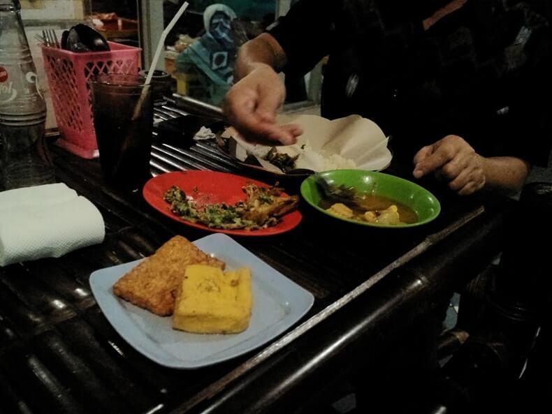 menu kuliner bogor warung lesehan mas broow