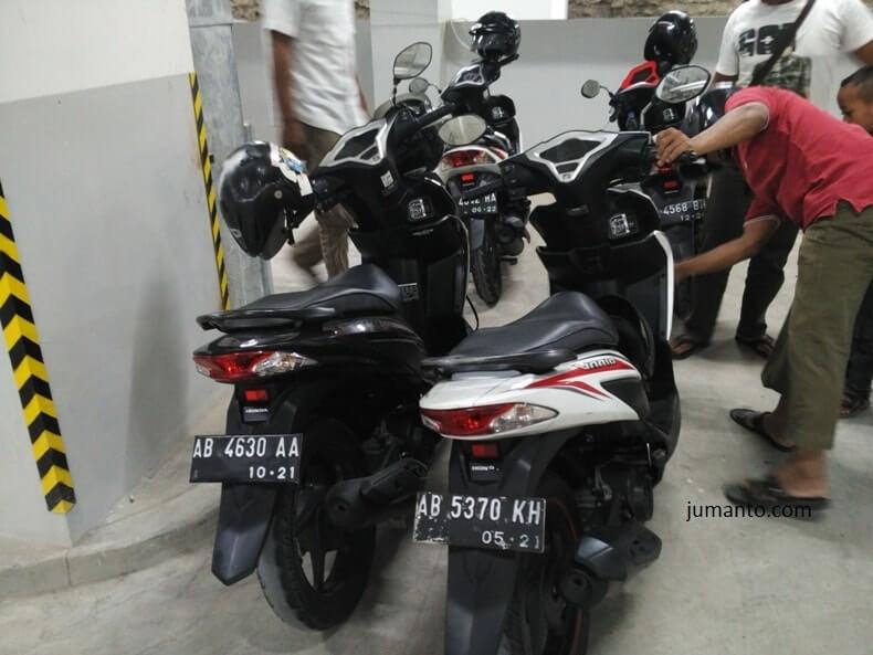 parkir motor di mall malioboro