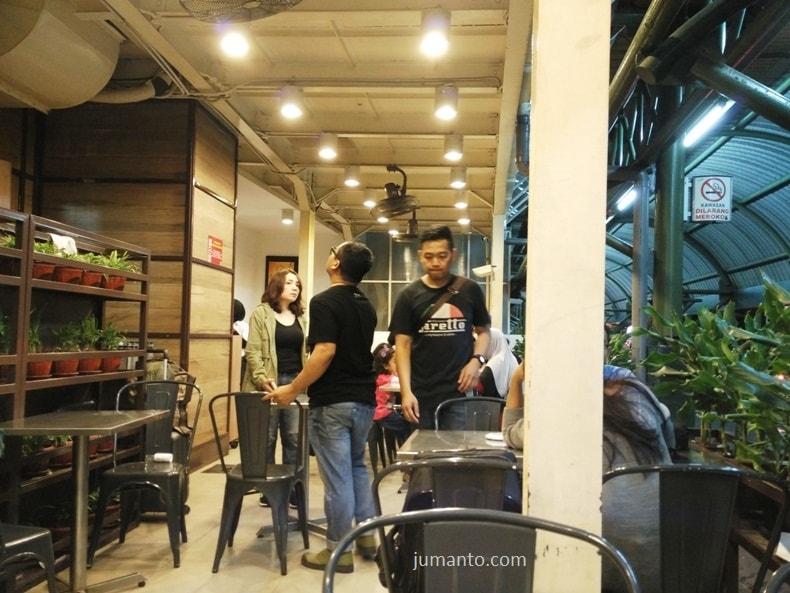 tempat makan di stasiun gambir bakmie gm