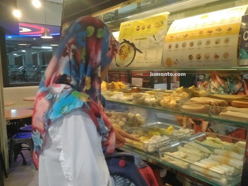 Makan di Okonomix MBK Lampung Sambil Nongkrong Bareng Keluarga