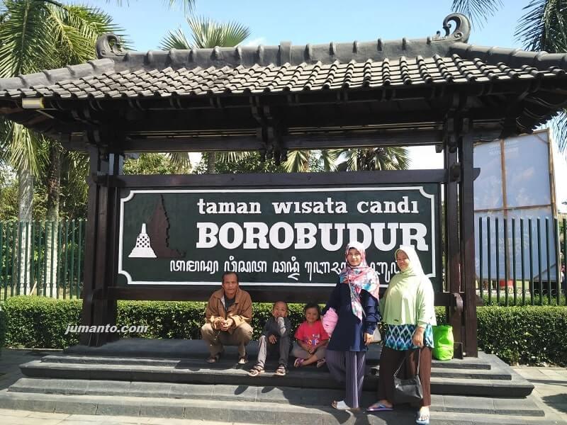liburan bersama keluarga di Candi Borobudur