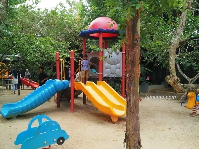 gambar tempat bermain anak di rumah kayu lampung
