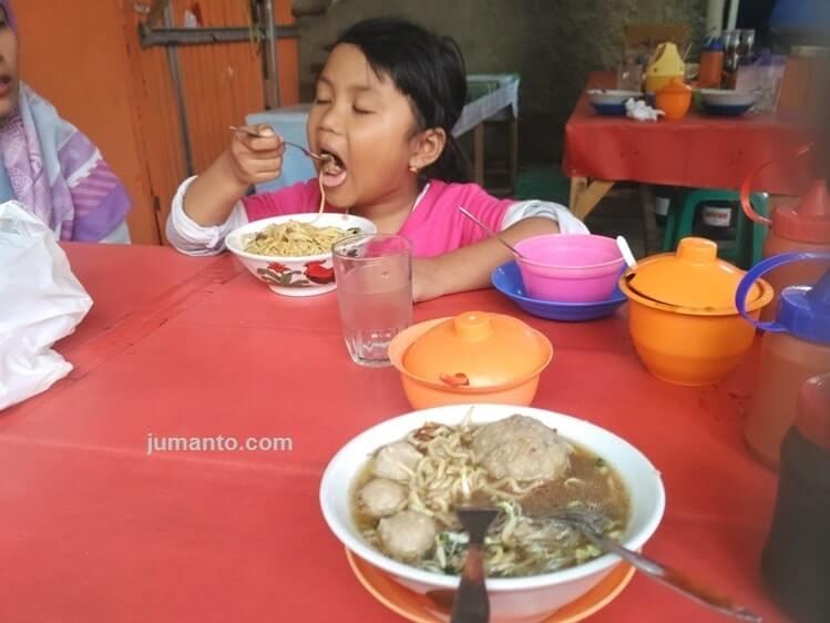 makan di warung bakso oren bkp bandar lampung