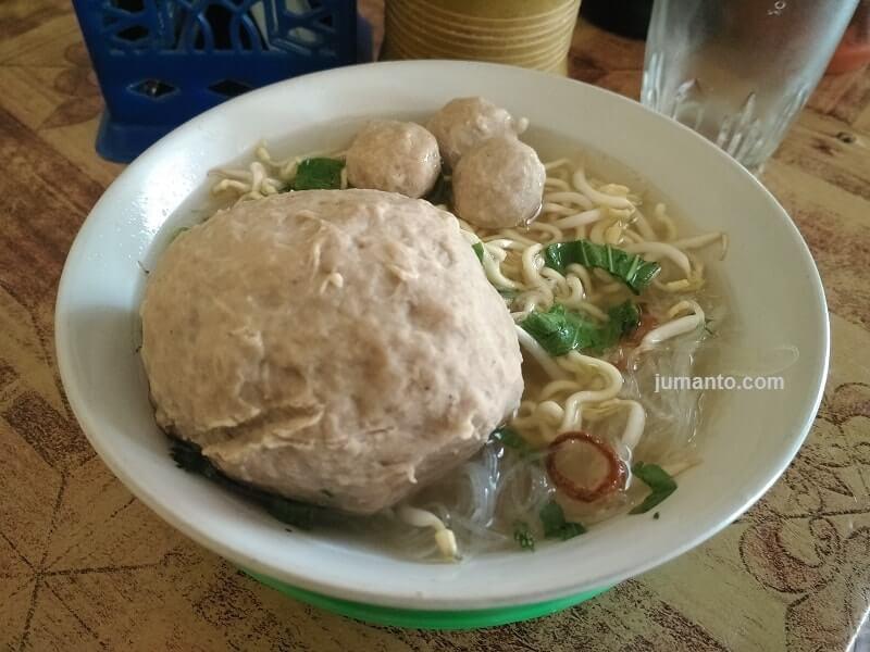 Kuliner Bakso Ta'Bas Lampung Ada Bakso Beranaknya, Enak Murah